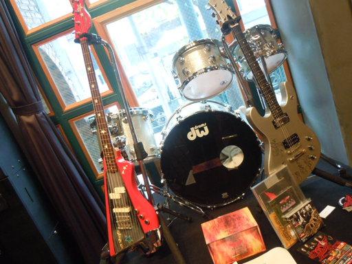 ギター,ドラム、ベース