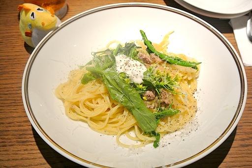 小淵沢のアスパラ菜とフェンネルソーセージでフレッシュチーズ&ペッパースパゲティ
