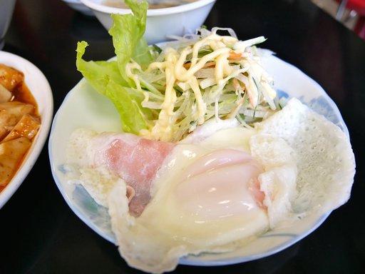 目玉焼き+サラダ